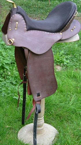 CAVALERIE coloris noisette / chocolat selle equitation hugues petel