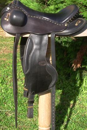 COMÈTE coloris noir selle equitation hugues petel