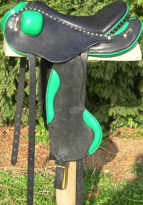 LIGHT coloris noir/ vert selles equitation hugues petel