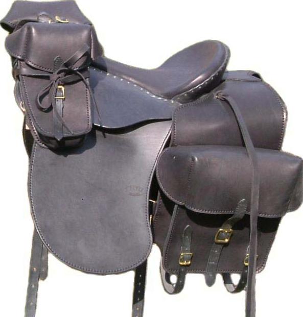 VAGABONDE coloris noir, avec bagagerie RANDONNÉE selle équitation Hugues PETEL